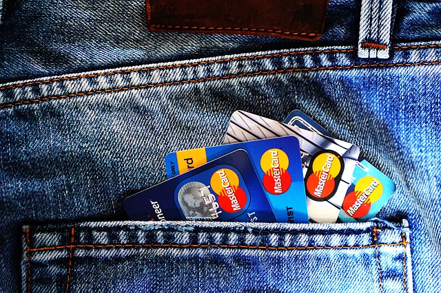 契約するクレジットカードを考える